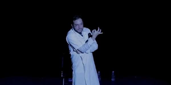 Georges Homsy, L'homme qui monte sur scène. Mise en scène Daniela Morina Pelaggi